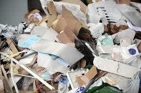 زباله های خشک شامل کاغذ و پلاستیک